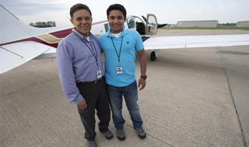 17岁少年环球飞行途中坠机亡 拿执照仅两月