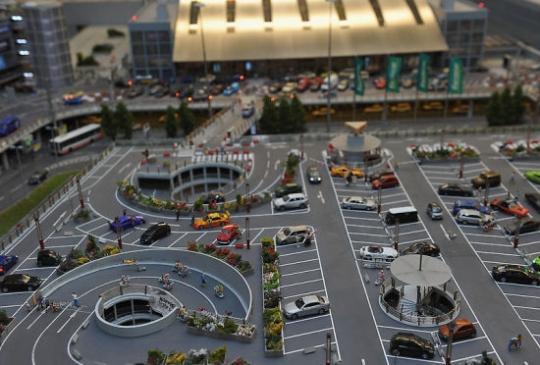 世界最大模型机场对外开放 造价超350万欧元